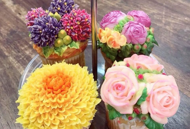 Cupcakes (4 kinds of flowers)
